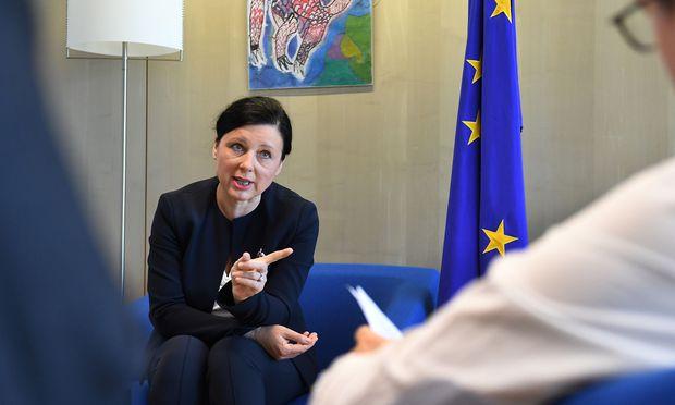 Jourová ist über die Säumigkeit vieler EU-Staaten beim Datenschutz verärgert.