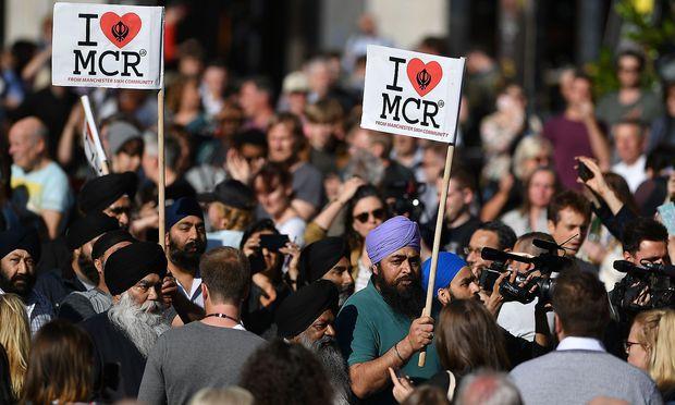 Solidarität mit den Opfern des Attentats. / Bild: APA/AFP/BEN STANSALL