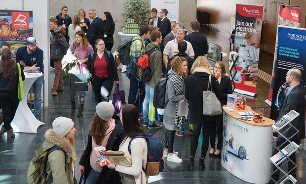 Firmenevents wie Meet and Match an der FH Kufstein sind auch Börsen für Praktika.