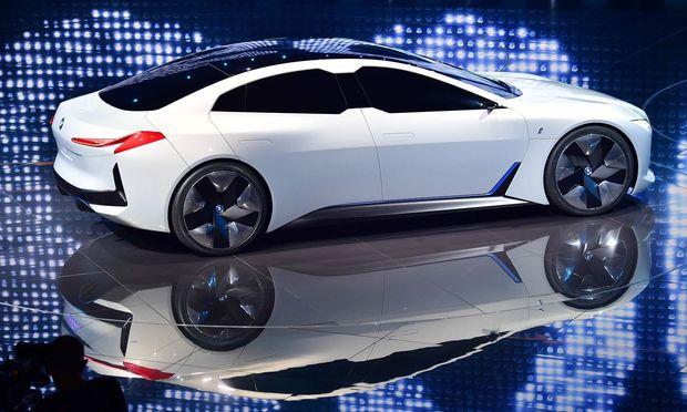 BMW stellt Elektroauto-Viertürer BMW i Vision Dynamics vor