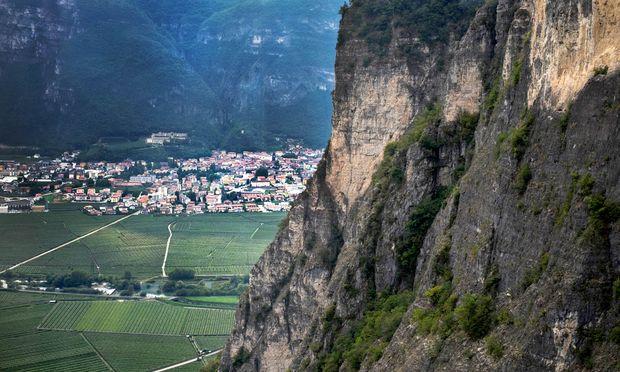 Steil. Das Trentino ist eine von Genossenschaften geprägte Weinregion.