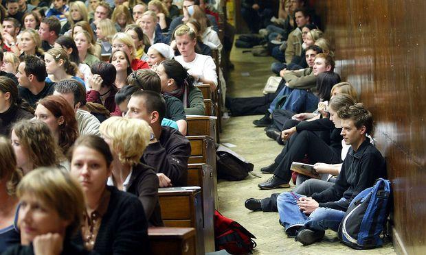 Symbolfoto: Überfüllter Hörsaal an der Uni Wien