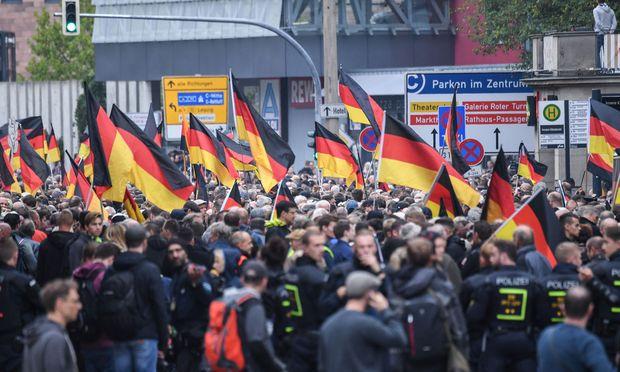 """Tausende AfD-Anhänger bei """"Schweigemarsch"""" in Chemnitz"""