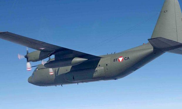 ERSTE HERCULES C-130 des BUNDESHEERES im FLUG