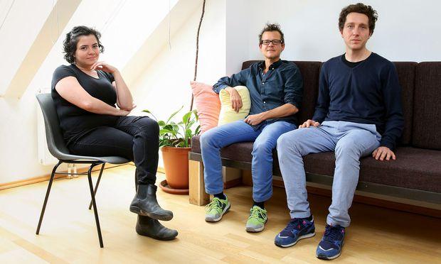 Multimedia. Edwarda Gurrola, Gin Müller, Jan Machacek entlarven Comiclegenden. / Bild: (c) Stanislav Jenis