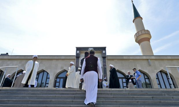 Heile Welt: Vor einem Jahr haben 300 Imame der Islamischen Glaubensgemeinschaft in Österreich in Wien eine Deklaration gegen Extremismus unterzeichnet.