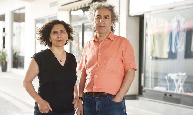 Geschichtsforschung mit der Kamera: das Ehepaar Nezahat (l.) und Kazım Gündoğan.