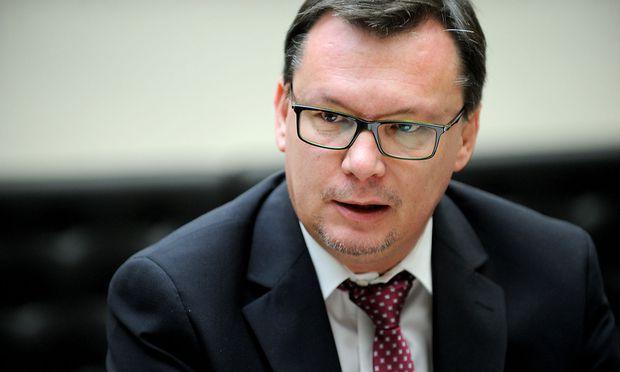 Die Staatsanwaltschaft leitete Ermittlungen gegen den Ex-Verteidigungsminister ein.