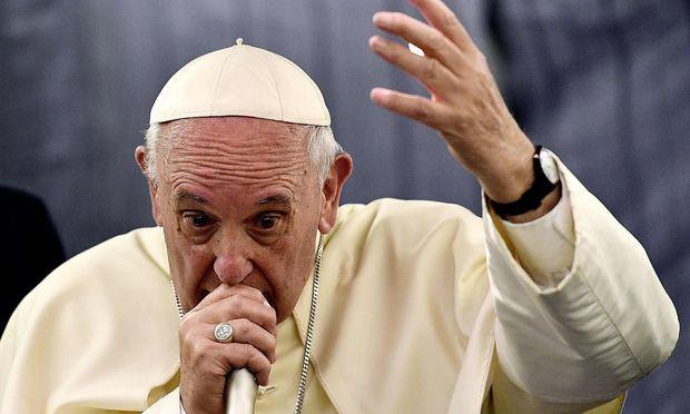 Papst entschuldigt sich bei Missbrauchsopfern für umstrittene Äusserungen
