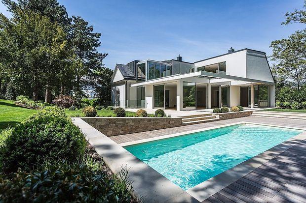 Moderne Anlage: Villa mit Pool in Döbling.