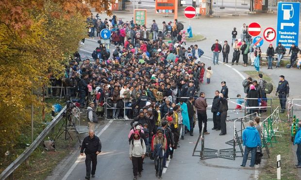 Fluechtlinge an der deutsch-oesterreichischen Grenze