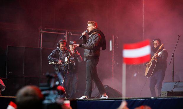 """Nathan Trent bei einem Auftritt im """"Eurovision Village"""" in Kiew"""