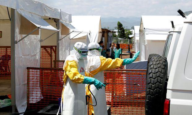 Der Kampf gegen das Ebola-Virus im Kongo ist wegen der massiven Ansteckungsgefahr kein einfacher.