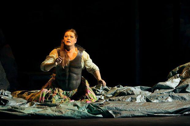 Regie-Assistent im Pailletten-Kleid spielt die Brünnhilde in Bayreuth