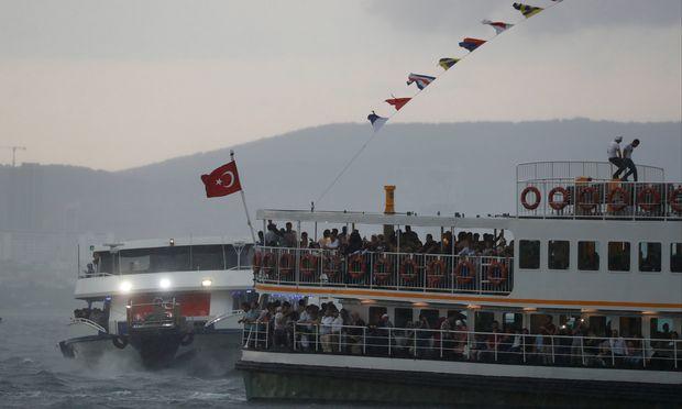 Im Wahlkampf wirbt Erdoğan damit, dass die neue Wasserstraße mit dem Suez- oder dem Panama-Kanal vergleichbar sein werde.