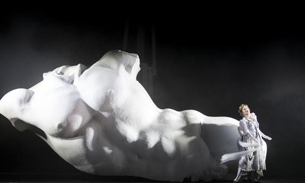 Laura Aikin als 'Hilda Mack' während einer Fotoprobe von 'Elegie für junge Liebende' am Theater an der Wien
