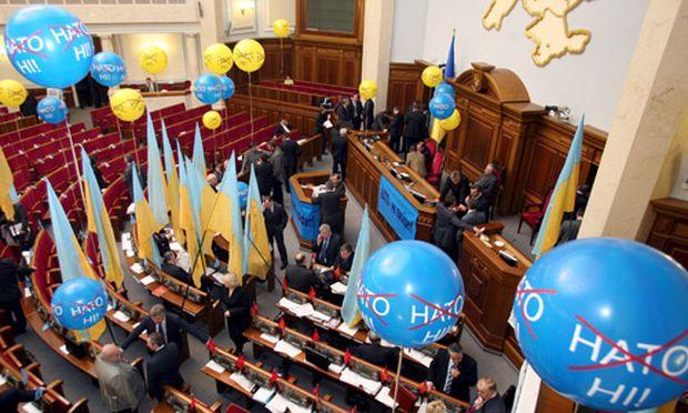 Ukraine schwört der Nato ab