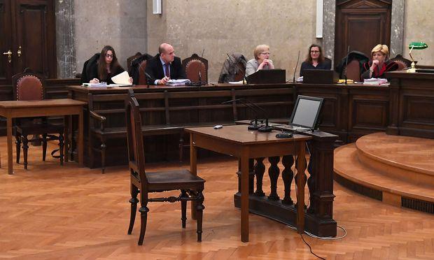 Archivbild: Am 19. Dezember des Vorjahres bleib die Anklagebank leer, Seisenbacher tauchte unter