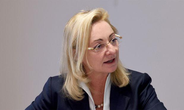 """Die FPÖ-nahe Ökonomin Barbara Kolm sieht die Vorwürfe als """"Dirty Campaigning einzelner Parteien"""". Sie habe keinerlei Fehlverhalten gezeigt."""