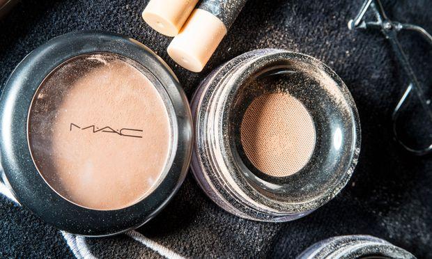 "Loser Puder. ""Studio Fix  Perfecting Powder"" von MAC Cosmetics (29,50 Euro)."