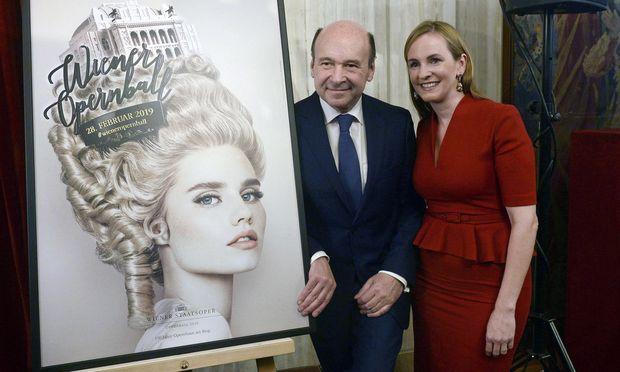 Das Plakat, Staatsoperndirektor Dominique Meyer und Organisatorin Maria Großbauer.  / Bild: APA (HERBERT PFARRHOFER)