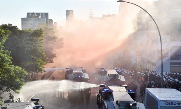 Wasserwerfereinsatz bei der Anti-G-20-Demonstranten in Hamburg