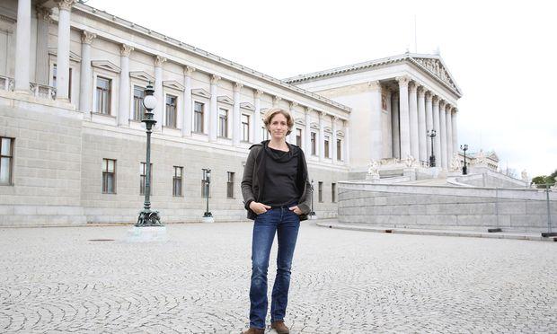 Ab Donnerstag hauptberuflich Abgeordnete: Stephanie Krisper (Neos).
