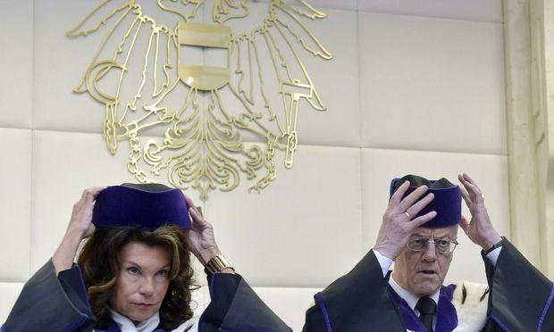 Brigitte Bierlein ertritt mit Jahresbeginn den mit Jahresende in die Pension gewechselten VfGH-Präsidenten Gerhart Holzinger