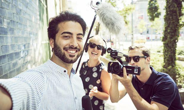 Einen eigenen Videobeitrag zu produzieren gehört zur Ausbildung für angehende Journalisten.