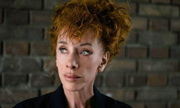 Tiraden. Die Schriftstellerin Sibylle Berg muss sich zum Schreiben in einen wütenden Zustand versetzen.