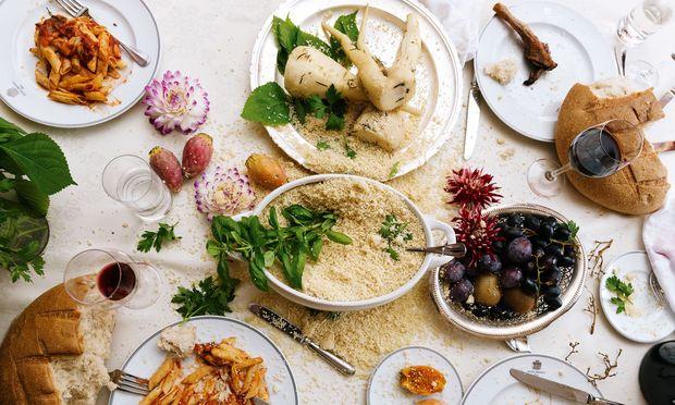"""Restaurant Bristol Lounge – All-Day-Dining: Das traditionsreiche Hotel Bristol gegenüber der Staatsoper beherbergt einen Schatz, wenn es um Wiener Leibgerichte, internationale Klassiker oder vegane Trends geht. Tipp: Ab 3. November, jeden Freitag bis Sonntag von 15 bis 17 Uhr, ist in der Bristol Lounge """"Tea Time""""."""