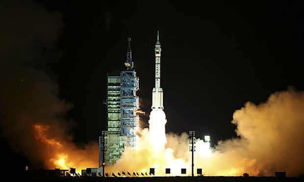 The Long March 2F rocket carrying Shenzhou 8 spacecraft lifts off at Jiuquan Satellite Launch Center