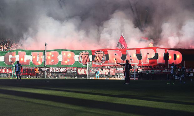 Fan-Choreografie beim Freundschaftsspiel des SK Rapid gegen den 1. FC Nürnberg