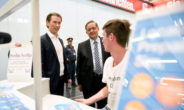 Kurz bei einem Wahlkampfauftritt in Schwechat / Bild: Die Presse (Clemens Fabry)