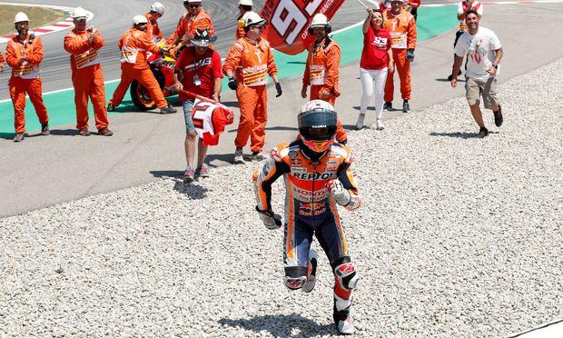 Nach den Stürzen fuhr Márquez ein einsames Rennen an der Spitze, dahinter sicherte sich der Franzose Fabio Quartararo als Zweiter vor Danilo Petrucci seinen ersten Podestplatz in der Königsklasse.