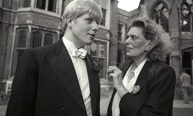 In der englischen Eliteschmiede. Student Boris Johnson spricht mit der berühmten Künstlerin und damaligen griechischen Kulturministerin Melina Mercouri an der Universität in Oxford 1986.