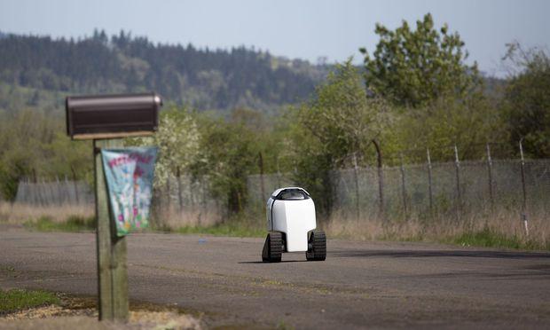 US-SEMI-AUTONOMOUS-ROBOT-DELIVERS-BURRITOS-IN-OREGON-TOWN-OF-PHI