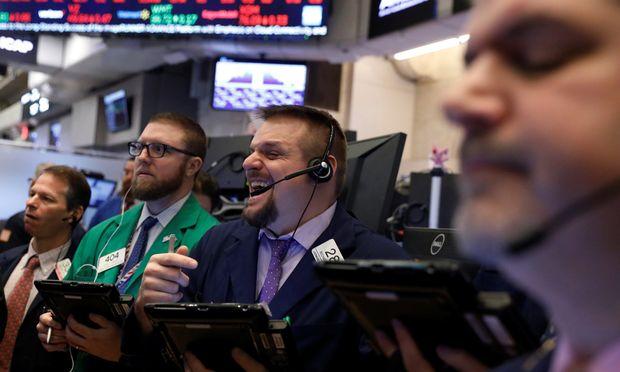 Dass eine hohe Dividendenrendite allein nichts Gutes bedeuten muss, zeigt ein Blick auf die Aktienindizes Dow Jones und Eurostoxx 50.