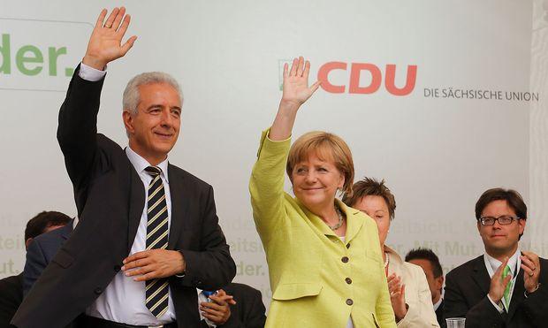 Sachsens Ministerpräsident Tillich zu besseren (Vorwahl)Zeiten neben Kanzlerin und Parteigenossin Merkel. / Bild: REUTERS