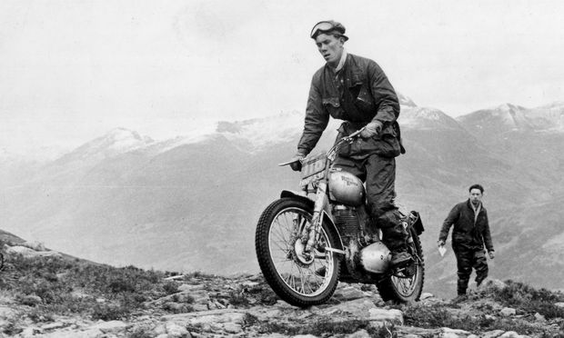 Royal Enfields große Tage: Johnny Brittain auf seiner 500er Bullet bei den schottischen Six Days Trial, 1957.