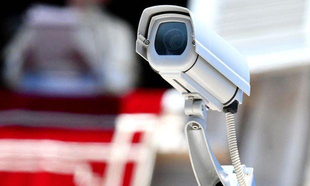 Die Bezirkshauptmannschaft Feldkirch hatte dem Inhaber eines Gastgewerbebetriebs vorgeworfen, in einem Raum Videoaufzeichnungen mit zwei Kameras gemacht zu haben.