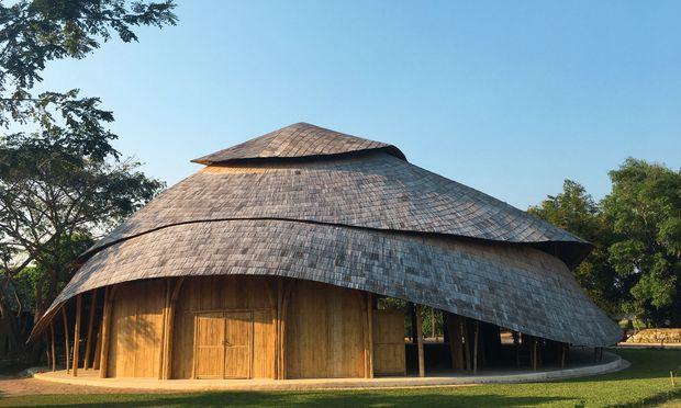 Lebensdauer. Wenn man Bambus beim Bauen richtig behandelt, dann hält er bis zu 90 Jahre.