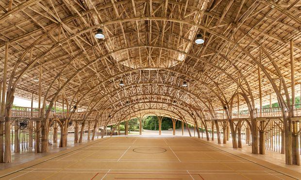 Rohrkunde. Bambus ist strapazierfähig wie Stahl, allerdings leichter und deshalb besser zu verarbeiten.