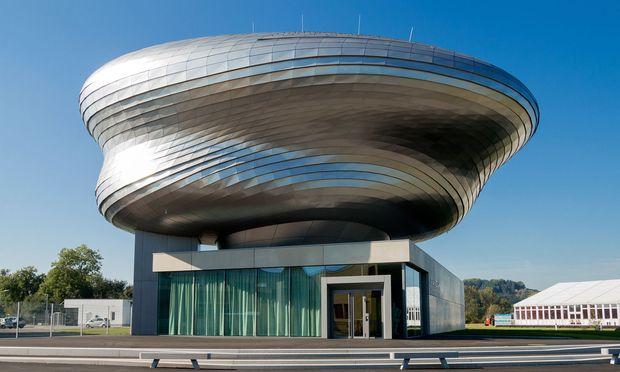 Amorph. Spektakulär geraten ist die Gebäudeform: Entworfen hat sie das Büro Coop Himmelb(l)au.