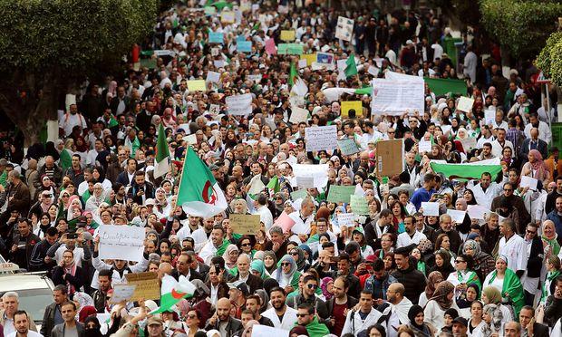 Bouteflikas Gegner protestieren seit dem 22. Februar fast täglich.