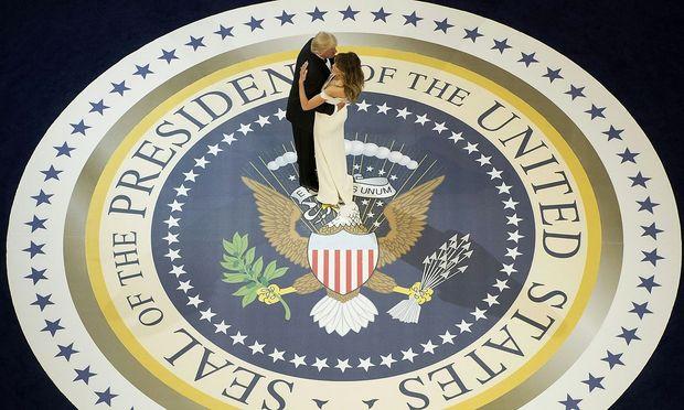 Donald und Melania Trump tanzen zu