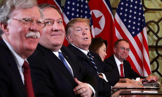 Nordkorea übt Kritik am Nationalen Sicherheitsberater Bolton (ganz links) und Außenminister Pompeo (daneben).