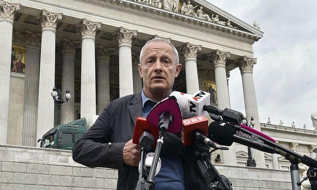 Peter Pilz am Freitag vor dem Parlament