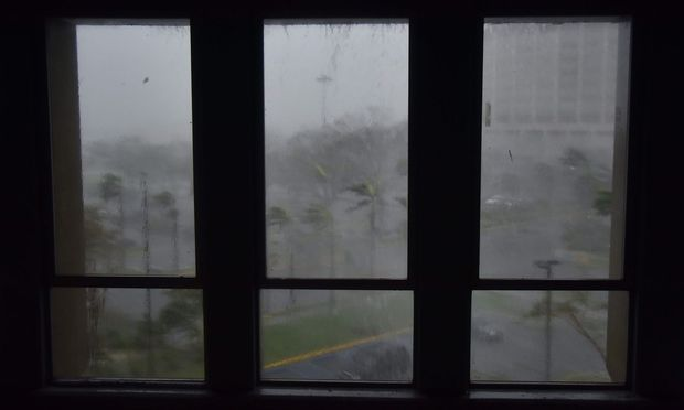 Trüber Ausblick aus den Fenstern in San José auf Puerto Rico. / Bild: APA/AFP/HECTOR RETAMAL