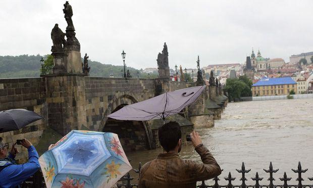 Tschechien: Die Rückhaltebecken vor Prag sind randvoll